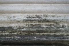 Παλαιό βρώμικο ζαρωμένο κεραμίδι στεγών Στοκ φωτογραφία με δικαίωμα ελεύθερης χρήσης