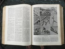 Παλαιό γαλλικό ιατρικό βιβλίο με τις απεικονίσεις στοκ εικόνα με δικαίωμα ελεύθερης χρήσης