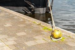 Παλαιό δεμένο σχοινί Στοκ εικόνα με δικαίωμα ελεύθερης χρήσης