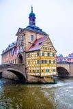 Παλαιό Δημαρχείο στη Βαμβέργη ενώ αυτό χιόνια, Γερμανία Στοκ εικόνες με δικαίωμα ελεύθερης χρήσης