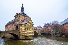 Παλαιό Δημαρχείο στη Βαμβέργη ενώ αυτό χιόνια, Γερμανία Στοκ Εικόνες