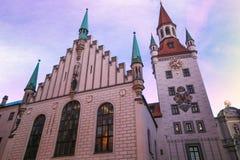 Παλαιό Δημαρχείο του Μόναχου κοντά στη πλατεία της πόλης Marienplatz στο σούρουπο, Γερμανία Στοκ φωτογραφίες με δικαίωμα ελεύθερης χρήσης