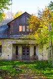 Παλαιό εγκαταλειμμένο κτήριο στοκ εικόνα με δικαίωμα ελεύθερης χρήσης
