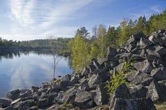Παλαιό εγκαταλειμμένο λατομείο Ladoga skerries, Καρελία, Ρωσία Στοκ Εικόνα