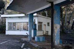 Παλαιό εγκαταλειμμένο πρατήριο καυσίμων Στοκ φωτογραφίες με δικαίωμα ελεύθερης χρήσης