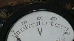 Παλαιό εκλεκτής ποιότητας βολτόμετρο που παρουσιάζει τάση φιλμ μικρού μήκους