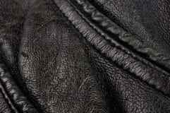 Παλαιό εκλεκτής ποιότητας γνήσιο μαλακό μαύρο υπόβαθρο σύστασης δέρματος, τοπ στρώμα με τους πόρους και τις γρατσουνιές, μακροεντ στοκ εικόνες