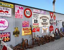 Παλαιό εκλεκτής ποιότητας κατάστημα αντικειμένων διαφήμισης Στοκ εικόνες με δικαίωμα ελεύθερης χρήσης