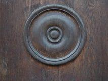 Παλαιό εκλεκτής ποιότητας ξύλινο υπόβαθρο με μια στρογγυλή διακόσμηση στοκ φωτογραφία με δικαίωμα ελεύθερης χρήσης