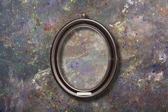 Παλαιό εκλεκτής ποιότητας χρυσό περίκομψο πλαίσιο για την εικόνα στον τοίχο στοκ εικόνες