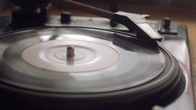 Παλαιό εκλεκτής ποιότητας gramophone αναπαράγει τη διαδρομή απόθεμα βίντεο