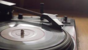 Παλαιό εκλεκτής ποιότητας gramophone αναπαράγει τη διαδρομή φιλμ μικρού μήκους