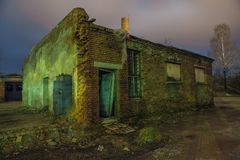 Παλαιό εργοστάσιο αυτοκινήτων της ΕΣΣΔ στη Λετονία, πόλη Cesis Στοκ εικόνα με δικαίωμα ελεύθερης χρήσης