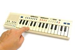 Παλαιό ηλεκτρικό πιάνο παιχνιδιού Στοκ φωτογραφία με δικαίωμα ελεύθερης χρήσης