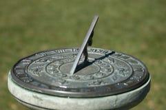 παλαιό ηλιακό ρολόι πάρκων Στοκ Εικόνες