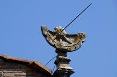 Παλαιό ηλιακό ρολόι στην Τοσκάνη στοκ φωτογραφίες