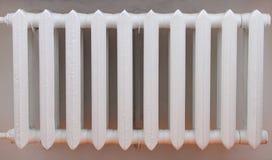 παλαιό θερμαντικό σώμα βασικού σιδήρου Στοκ φωτογραφία με δικαίωμα ελεύθερης χρήσης