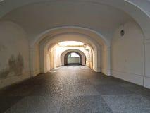 Παλαιό ιστορικό εκλεκτής ποιότητας στενό πεζοδρόμιο Arcade μεταβάσεων αψίδων Στοκ φωτογραφίες με δικαίωμα ελεύθερης χρήσης