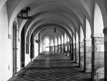 Παλαιό ιστορικό arcade στην οδό Loretanska κοντά στο Κάστρο της Πράγας, Πράγα, Δημοκρατία της Τσεχίας Στοκ εικόνα με δικαίωμα ελεύθερης χρήσης