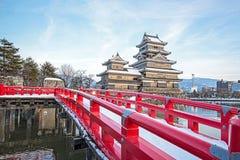 Παλαιό κάστρο στην Ιαπωνία Κάστρο του Ματσουμότο ενάντια στο μπλε ουρανό στην πόλη Nagono, Ιαπωνία Στοκ Εικόνες