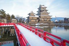 Παλαιό κάστρο στην Ιαπωνία Κάστρο του Ματσουμότο ενάντια στο μπλε ουρανό στην πόλη Nagono, Ιαπωνία Στοκ Εικόνα