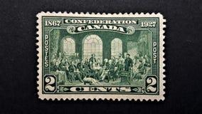 Παλαιό καναδικό γραμματόσημο Συνομοσπονδία 1867 1927 στοκ εικόνες