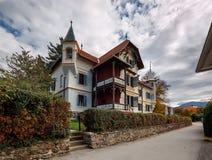 Παλαιό κατοικημένο σπίτι το φθινόπωρο Το Millstatt AM βλέπει, Carinthia, Στοκ φωτογραφίες με δικαίωμα ελεύθερης χρήσης
