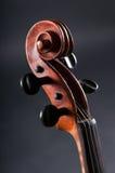 Παλαιό κεφάλι βιολιών στην γκρίζα ανασκόπηση Στοκ φωτογραφίες με δικαίωμα ελεύθερης χρήσης