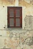 παλαιό κλείνω με παντζούρια παράθυρο Στοκ εικόνες με δικαίωμα ελεύθερης χρήσης