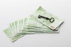 Παλαιό κλειδί στα ευρο- τραπεζογραμμάτια στοκ εικόνα με δικαίωμα ελεύθερης χρήσης