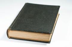 Παλαιό, κλειστό βιβλίο με τις κίτρινες σελίδες Στοκ εικόνα με δικαίωμα ελεύθερης χρήσης