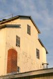 Παλαιό κτήριο με την καπνοδόχο στοκ εικόνες με δικαίωμα ελεύθερης χρήσης