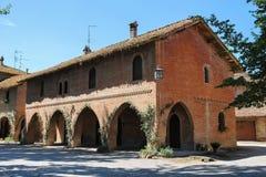 Παλαιό κτήριο στο προαύλιο του αρχαίου κάστρου σε Grazzano Visconti Στοκ εικόνα με δικαίωμα ελεύθερης χρήσης