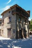 Παλαιό κτήριο στο προαύλιο του αρχαίου κάστρου σε Grazzano Visconti Στοκ Φωτογραφίες