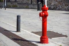 Παλαιό κόκκινο στόμιο υδροληψίας πυρκαγιάς στην οδό πόλεων της Νέας Υόρκης Πυρκαγιά hidrant για την πρόσβαση πυρκαγιάς έκτακτης α Στοκ φωτογραφίες με δικαίωμα ελεύθερης χρήσης