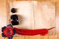παλαιό κόκκινο φτερών βιβ&lambd Στοκ Φωτογραφίες
