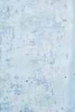 Παλαιό λευκό με τον μπλε τοίχο με τις ρωγμές για την κατακόρυφο υποβάθρου ή σύστασης Στοκ Εικόνα