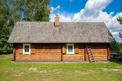 Παλαιό λιθουανικό ξύλινο σπίτι Στοκ φωτογραφίες με δικαίωμα ελεύθερης χρήσης