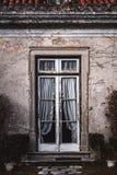 Παλαιό μέρος με τη διαφανή πόρτα στοκ φωτογραφία με δικαίωμα ελεύθερης χρήσης