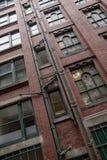 Παλαιό μειωμένο εγκαταλειμμένο παλαιό κτήριο στο Μάντσεστερ Στοκ εικόνες με δικαίωμα ελεύθερης χρήσης