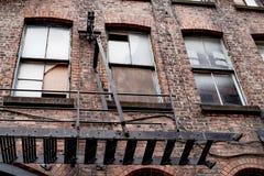 Παλαιό μειωμένο εγκαταλειμμένο παλαιό κτήριο στο Μάντσεστερ Στοκ Φωτογραφία