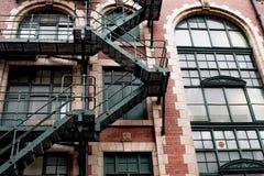 Παλαιό μειωμένο εγκαταλειμμένο παλαιό κτήριο στο Μάντσεστερ Στοκ Φωτογραφίες
