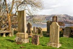 Παλαιό νεκροταφείο κοντά στις τράπεζες της λίμνης Leven στη Σκωτία, UK στοκ εικόνες
