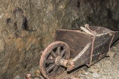 Παλαιό ξύλινο χειραμάξιο ορυχείων Στοκ Φωτογραφίες
