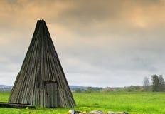 Παλαιό ξύλινο outhouse, Λετονία Στοκ Φωτογραφία