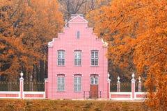 Παλαιό ολλανδικό σπίτι στο τοπίο φθινοπώρου Kuskovo, Μόσχα, Ρωσική Ομοσπονδία στοκ εικόνα