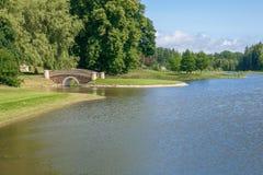 Παλαιό πάρκο με τη γέφυρα και το νησί Στοκ Εικόνα