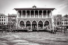 Παλαιό παλάτι στο μεγάλο κανάλι, Βενετία, Ιταλία Στοκ Φωτογραφία