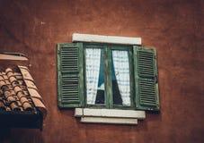 παλαιό παράθυρο τοίχων Στοκ φωτογραφίες με δικαίωμα ελεύθερης χρήσης