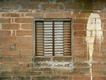 παλαιό παράθυρο τοίχων στοκ εικόνες